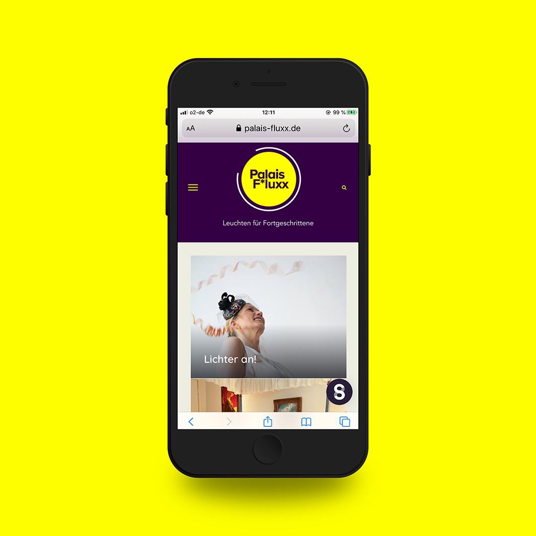 Website Palais Fluxx on mobile device